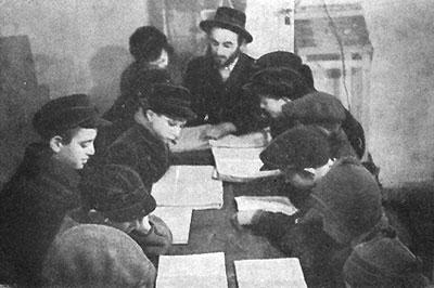 Schüler der Talmud Thora Schule im DP Camp Windsheim.