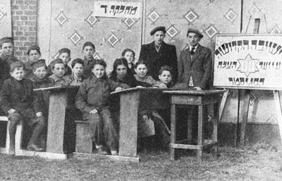 Schüler der vom religiös-zionistischen Misrachi unterhaltenen Religionsschule.