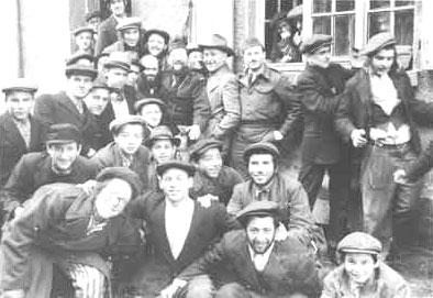 Schüler der Zeilsheimer Jeschiwa. (Foto: ushmm)