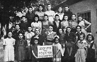 Klasse der religiösen Mädchenschule im Camp Eichstätt (Jägerkaserne)