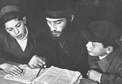 Lehrer und Schüler beim Talmud Studium
