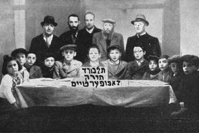 Lehrer und Schüler der Talmud Thora Schule in Lampertheim
