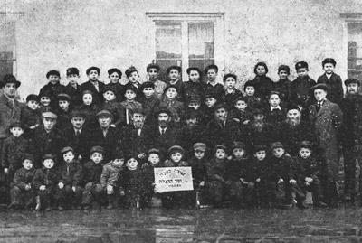 Die Talmud Thora Schule in Möncheberg bezeichnete sich als kleine Jeschiwa (Jeschiwa Ketana)
